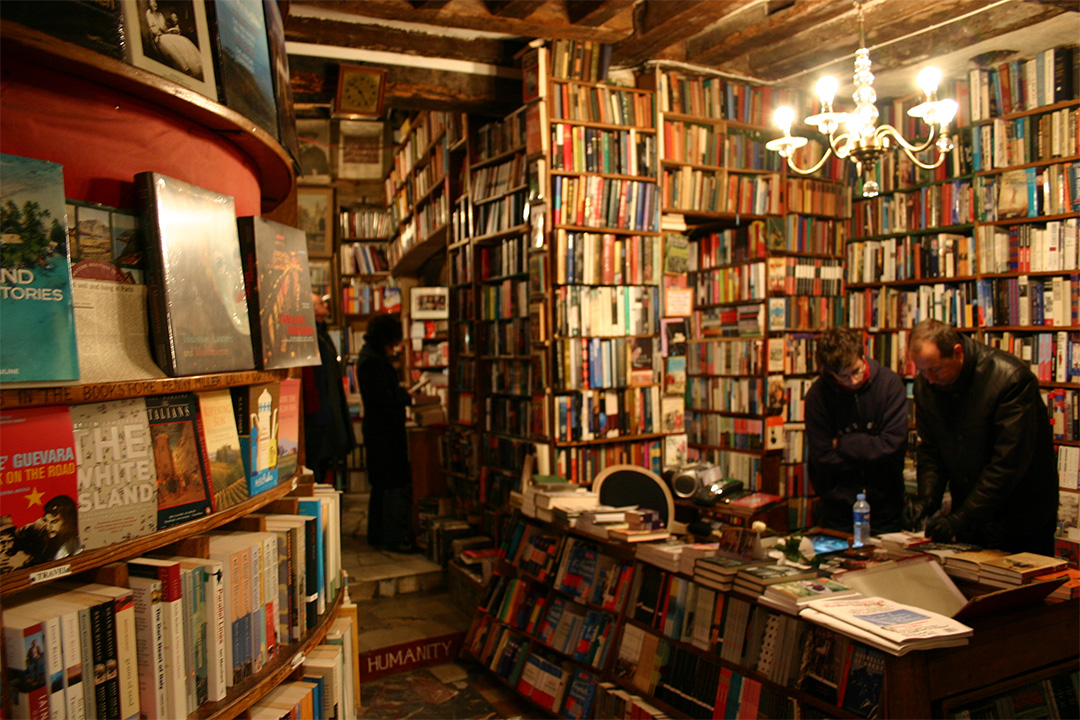 Shakespeare and Co. in Paris von Frans Schouwenburg (Quelle: https://www.flickr.com/photos/fransall/72058751/
